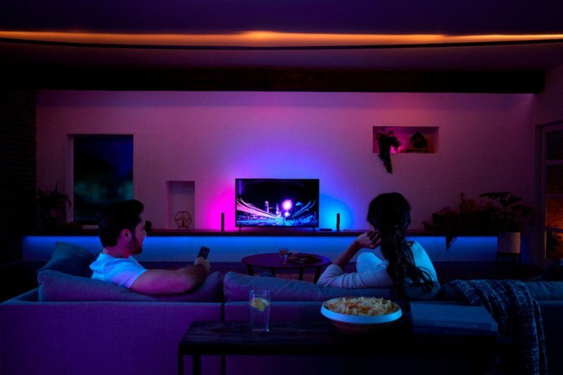 philips-hue-hdmi-sync-box-lifestyle.jpg?