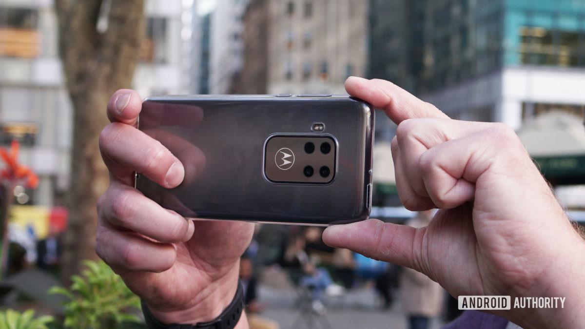 Motorola Moto One Zoom taking photo front