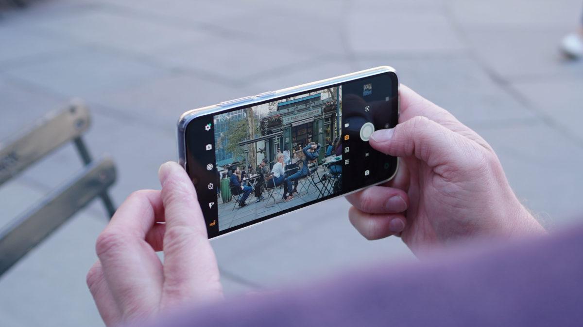 Motorola Moto One Zoom camera app crowd