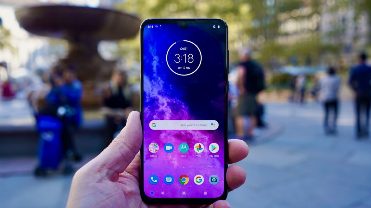Motorola One Zoom review front face
