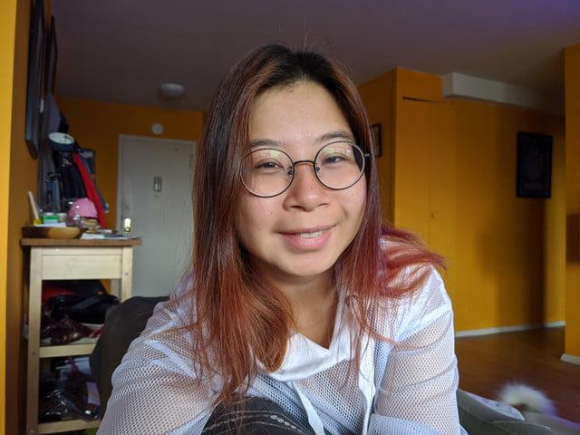 pixel 4 xl girl glasses normal camera
