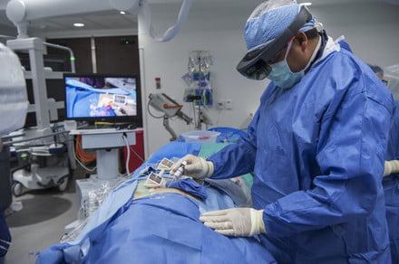 Augmented reality could give surgeons X-ray vision when they operate