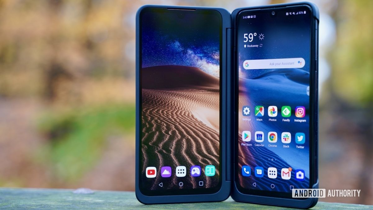 LG G8X ThinQ Review home screens standing
