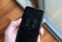 Will my phone change for Daylight Saving Time automatically?