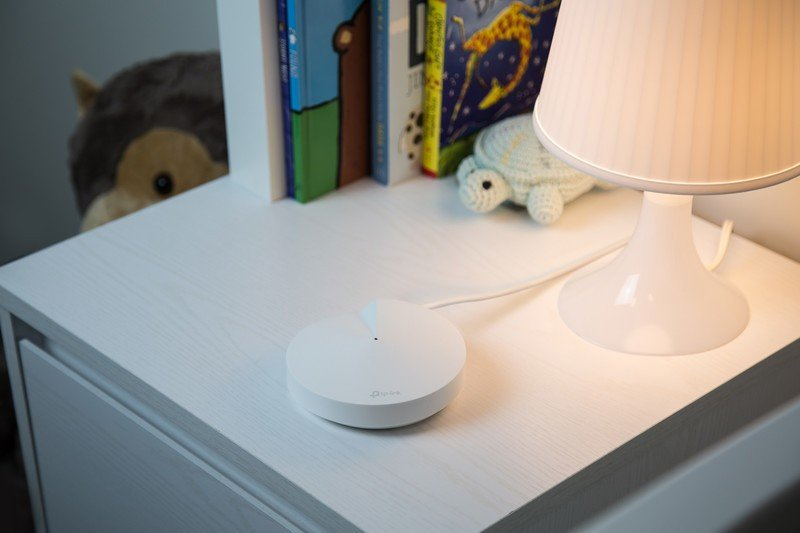 tp-link-deco-m5-nightstand.jpg?itok=T_Uo