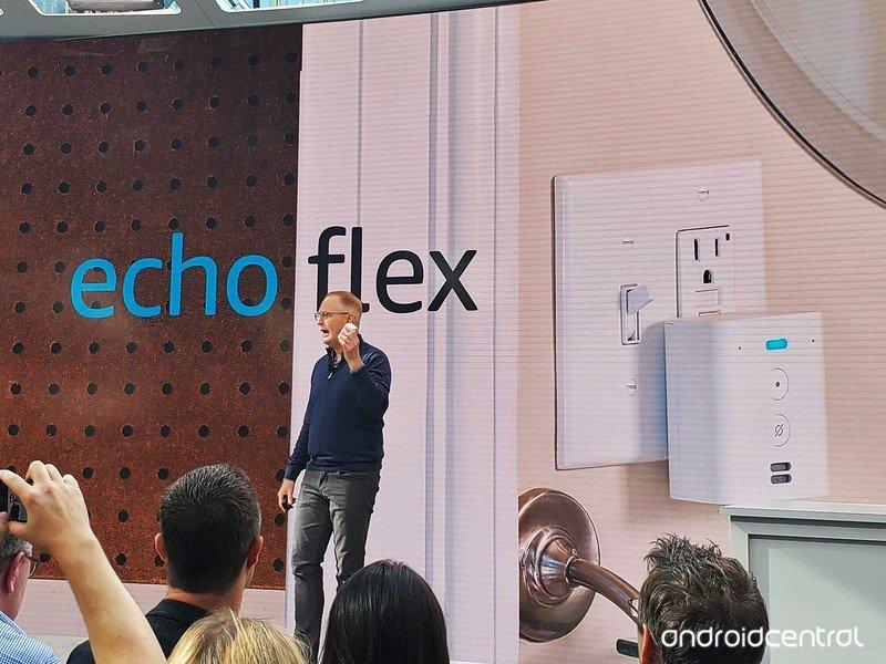 amazon-echo-flex.jpg?itok=2L83bftd