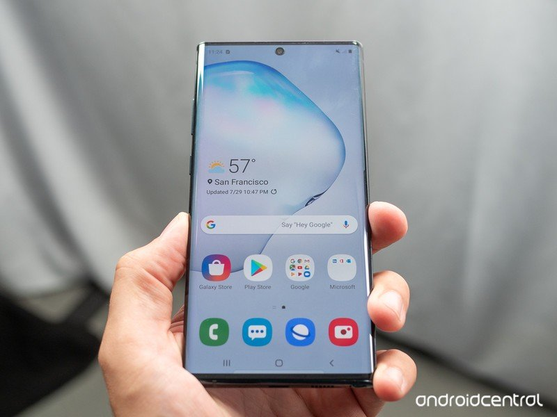 galaxy-note-10-plus-in-hand-angle-1.jpg?