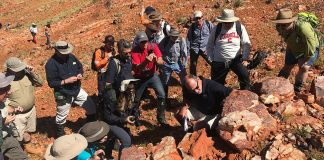 NASA scientists train to spot Martian fossils in the Australian Outback