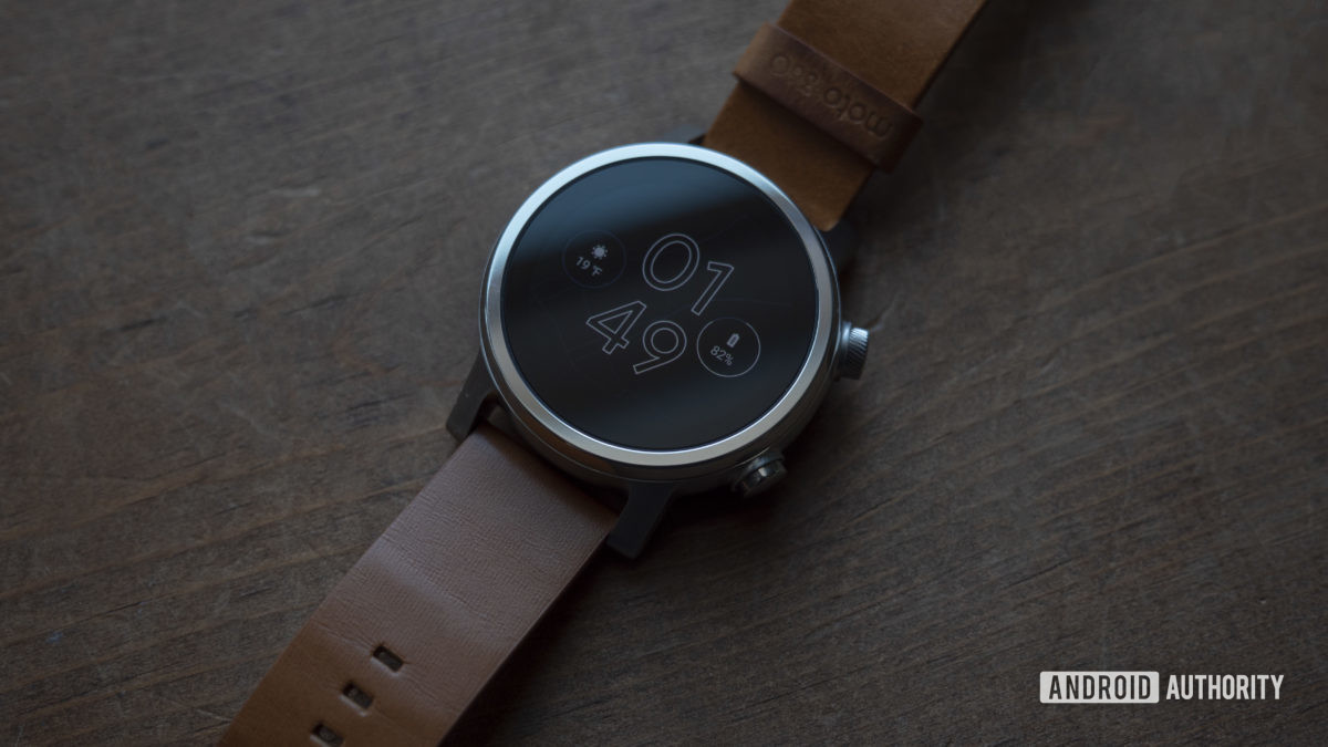 Moto 360 2019 review on table watch face display 4