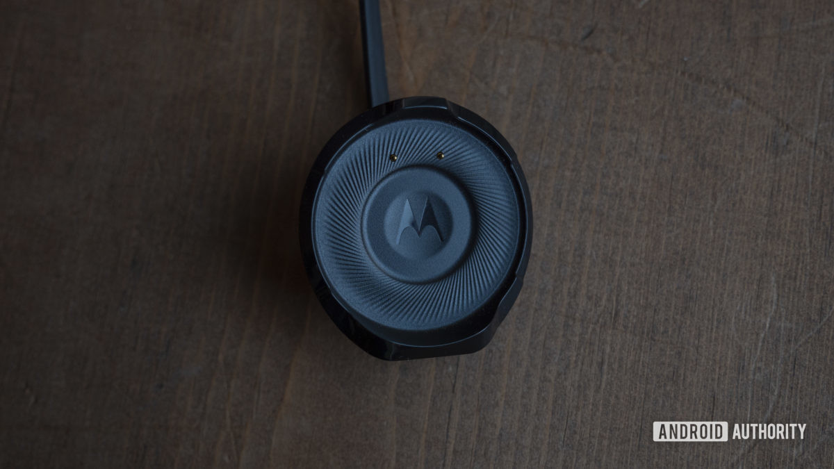 Moto 360 2019 review charger charging puck 3