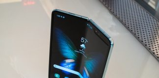 Samsung probably didn't sell a million Galaxy Folds after all