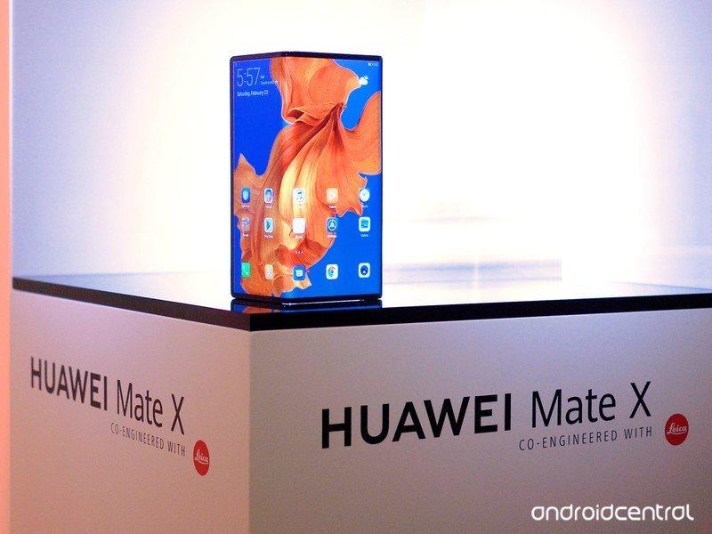 huawei-mate-x-mwc-8.jpg?itok=AgZ7v7uZ