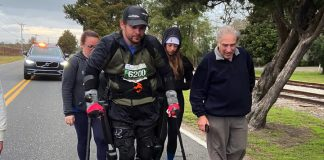 A paralyzed man just broke a marathon world record with a robotic exoskeleton