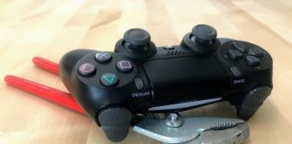 How to fix a flashing white PlayStation 4 controller
