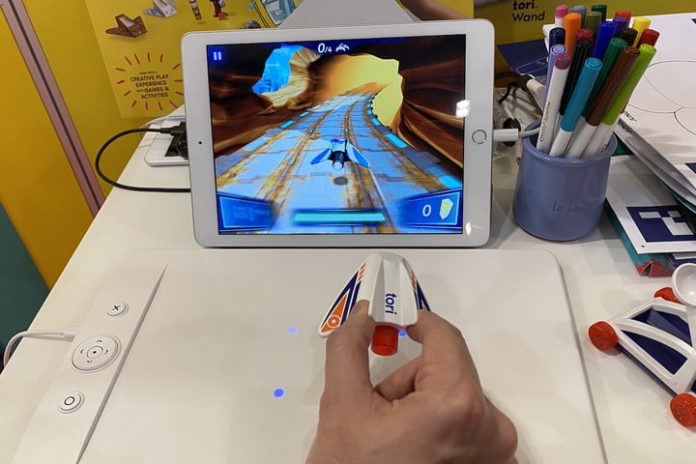 A 3D magnetic field makes it possible to control this game ultra precisely