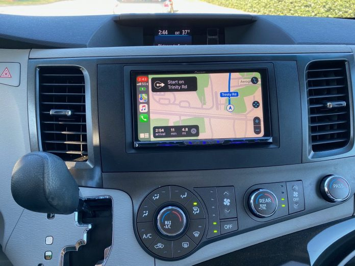 Review: Pioneer's AVIC-W8500NEX System Upgrades Your Car With Wireless CarPlay and More