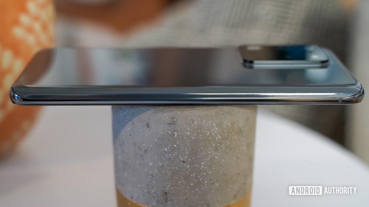 Samsung Galaxy S20 Ultra left edge