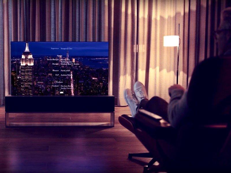 lg-oled-rollable-tv-ad.jpg?itok=DL5U-b4X