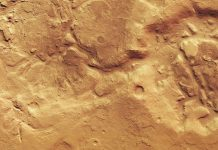 Mars Express image shows the boundary between the planet's hemispheres