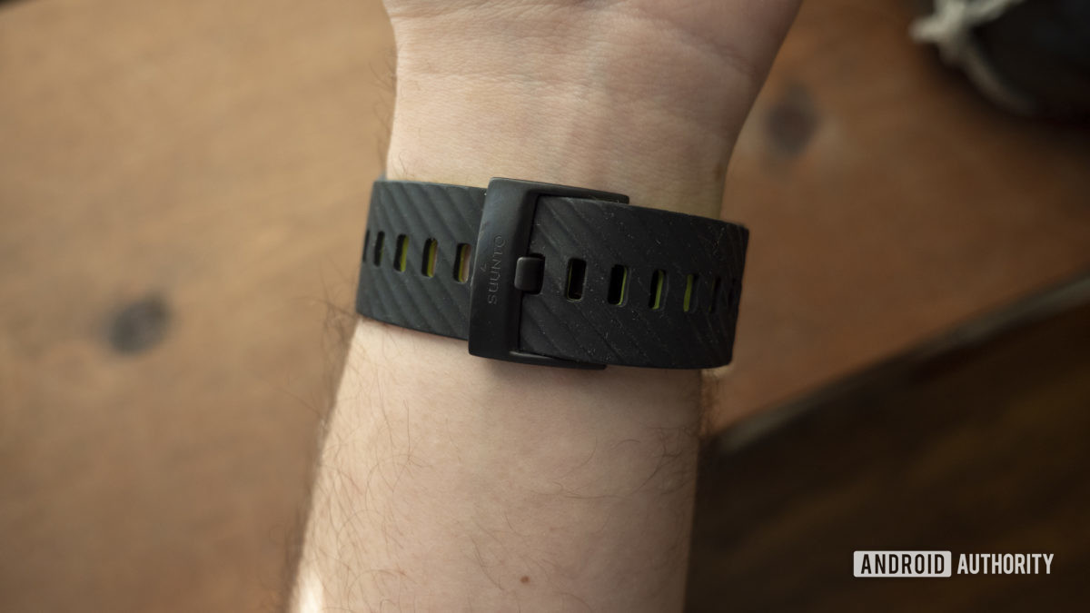 suunto 7 review strap on wrist