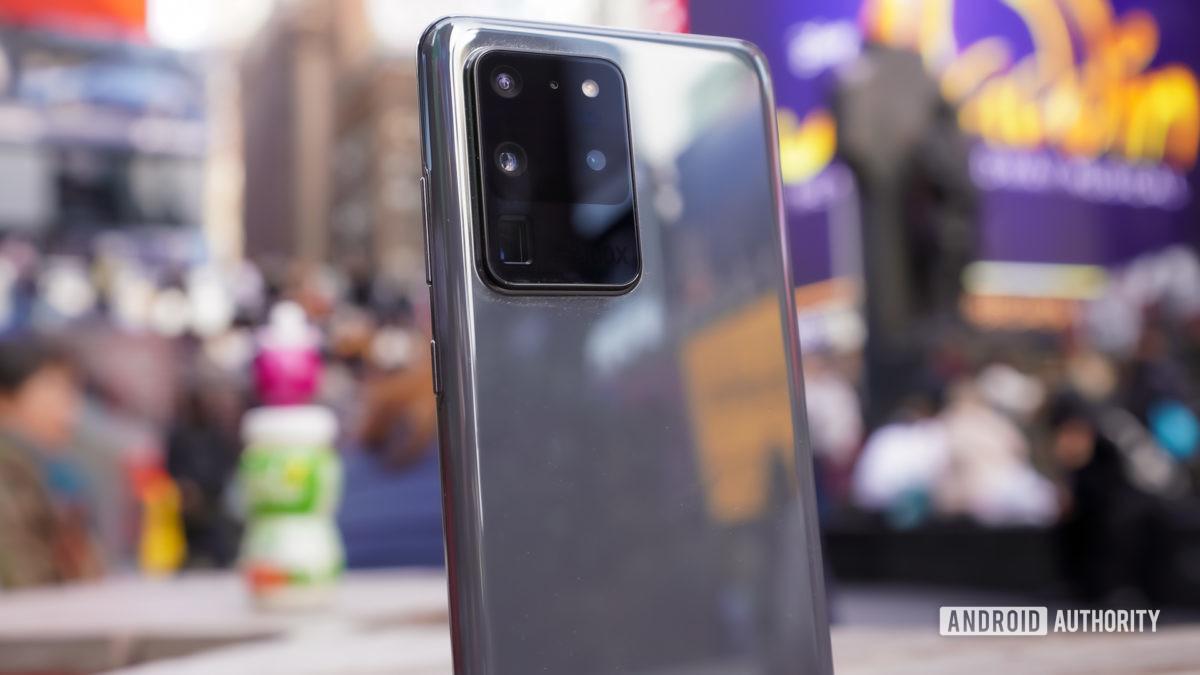 Samsung Galaxy S20 Ultra camera modile profile times square
