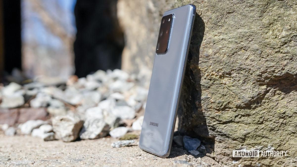 Samsung Galaxy S20 Ultra right rear profile 1