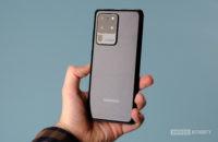 Samsung Galaxy S20 Ultra in hand 1