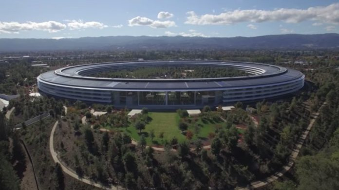 Bloomberg: Apple Loses Two Veteran Operations Executives