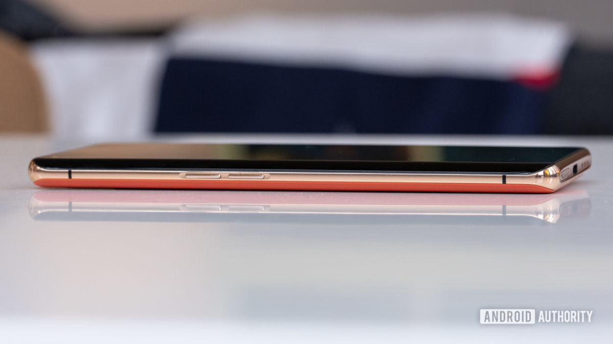 Oppo Find X2 Pro side gold trim