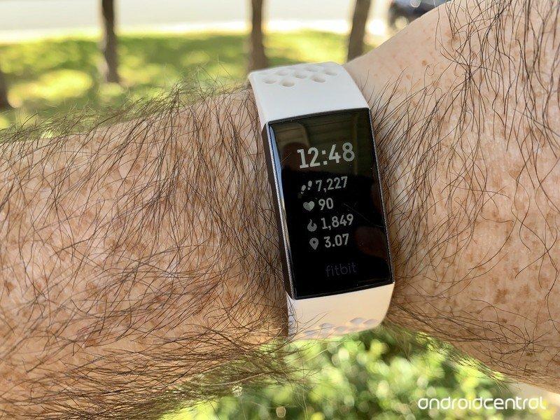 fitbit-charge-3-jj-wrist-1.jpg?itok=sOYk