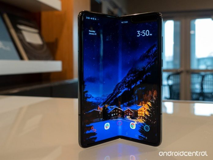 Android 10 is finally rolling out to Samsung's $2,000 Galaxy Fold