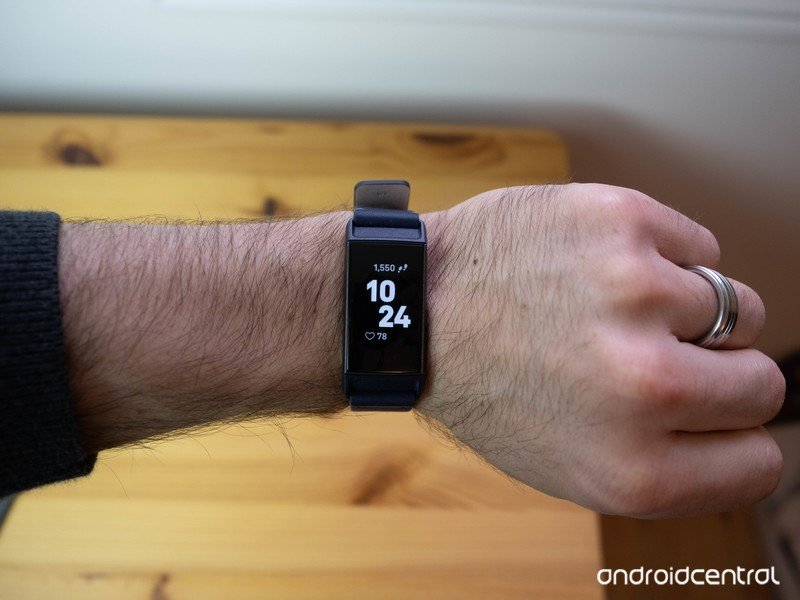 fitbit-charge-3-review-bader-10.jpg?itok