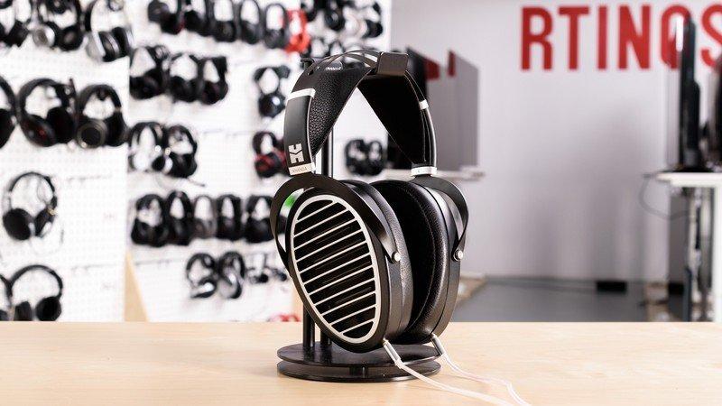hifiman-ananda-open-back-headphone-on-st