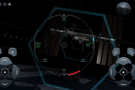 This awesome SpaceX simulator lets you pilot the Crew Dragon in space