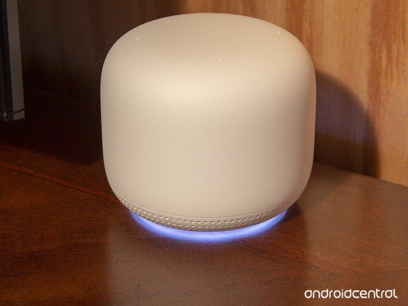 nest-wifi-point-light.jpg?itok=CFeoL6Hc