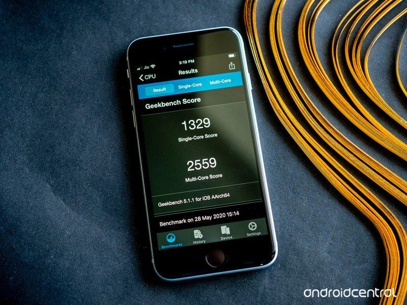 iphone-se-2020-24.jpg?itok=fr5ZdlpP