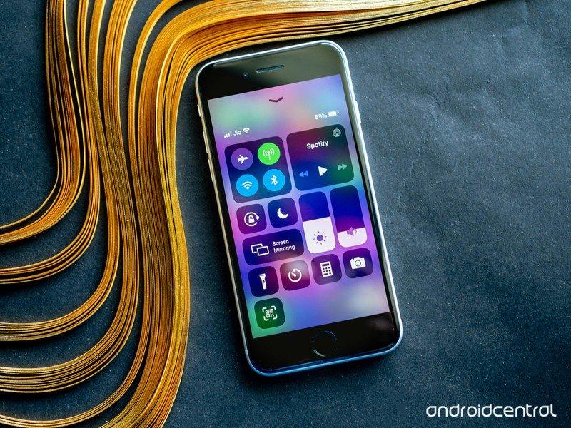 iphone-se-2020-23.jpg?itok=iahAqUyD