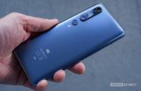 Xiaomi Mi 10 Pro in hand profile