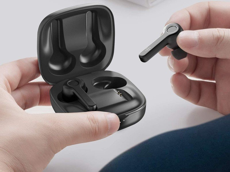 boltune-wireless-earbuds-lifestyle-hero.