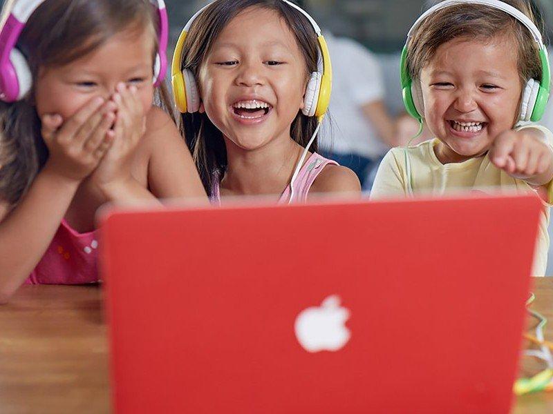 onanoff-buddyphones-kids-headphones-life