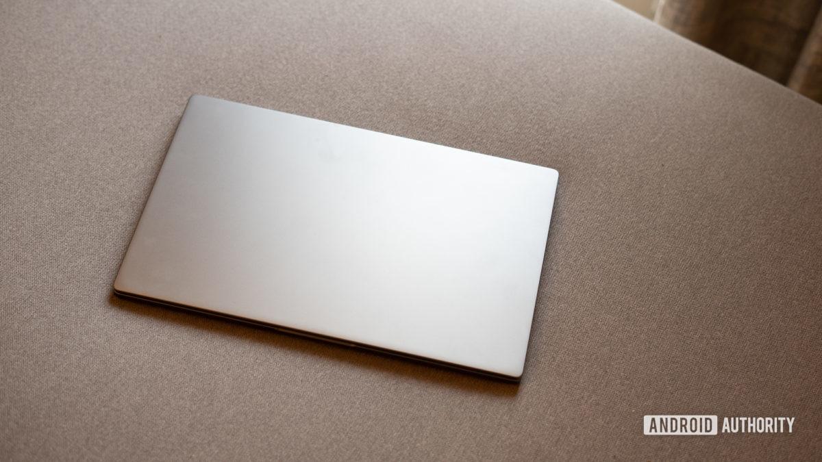 MI Notebook 14 Horizon profile shot showing top lid
