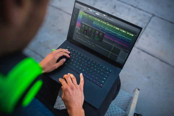 Buy a Razer Blade 15 or Razer Blade Pro 17 and score a Razer messenger bag