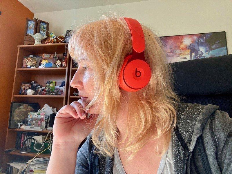 beats-solo-pro-headphones-red.jpg?itok=d