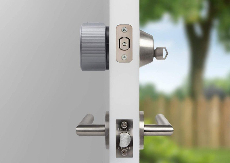 august-wi-fi-smart-lock-on-door.jpg