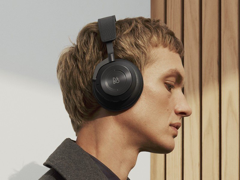 bang_olufsen_beoplay_h9_wearing.jpg