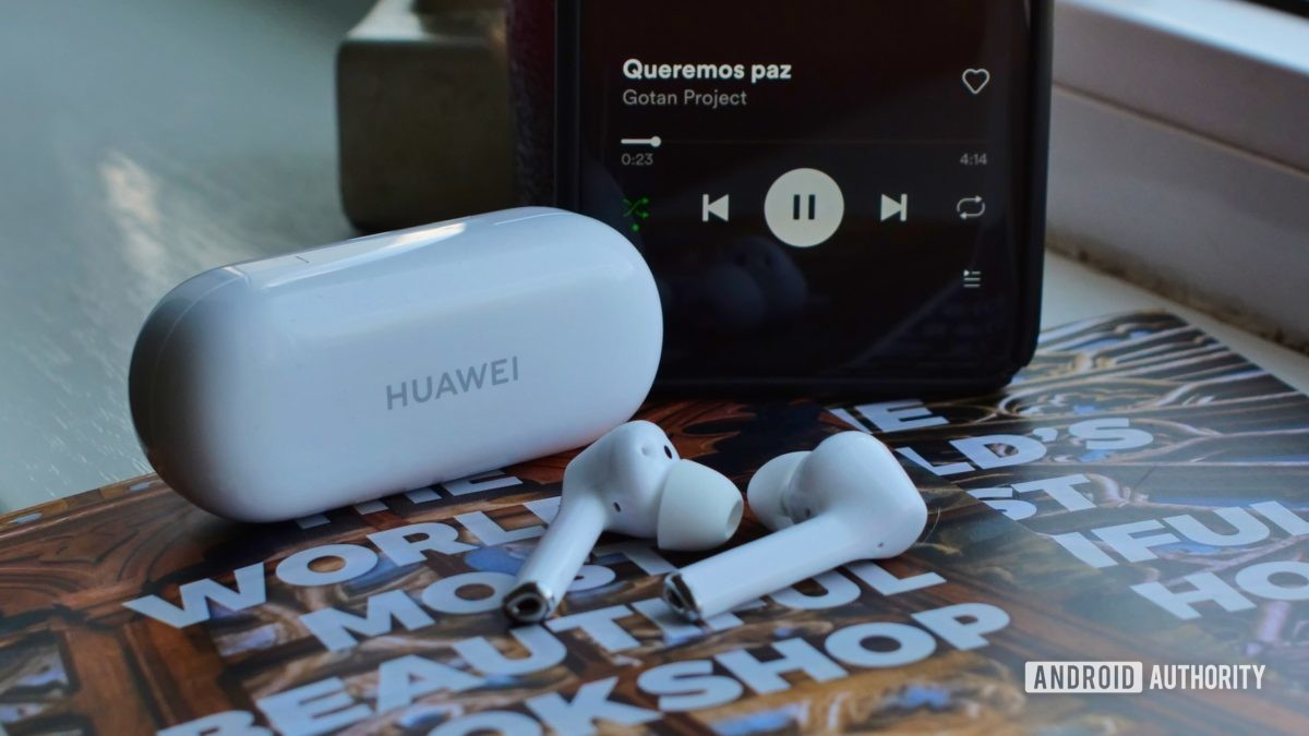 huawei freebuds 3i out of charging case with huawei mate 20 pro 4