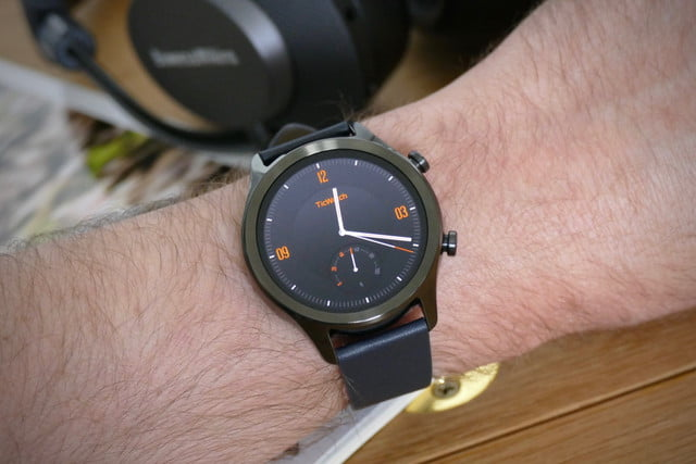 mobvoi ticwatch c2 plus review gentleman face
