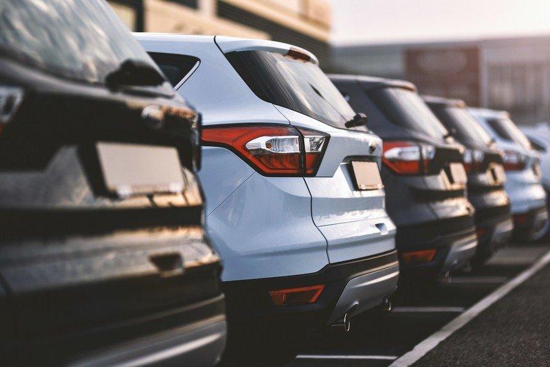 rental-cars-in-a-lot-2i5t.jpg