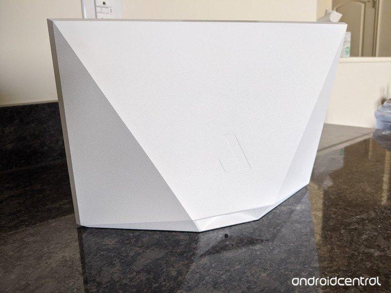 aura-carver-digital-photo-frame-upright.