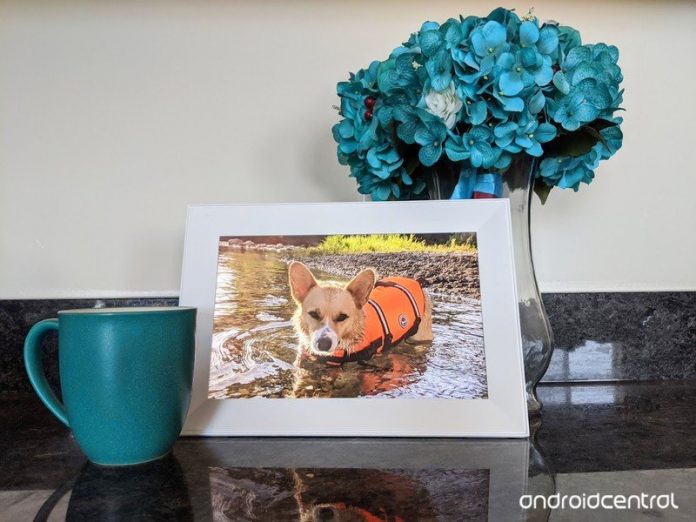 The Aura Carver digital photo frame makes for a great gift